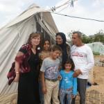 Obóz zbudowany na gruzach. Strefa Gazy