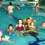 Dzieci z Kamienia Pomorskiego na basenie